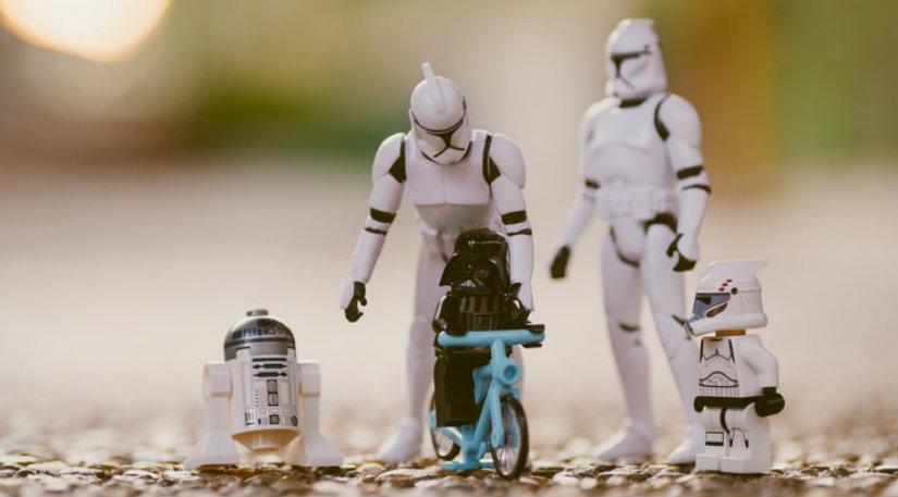 Star wars robot figurines